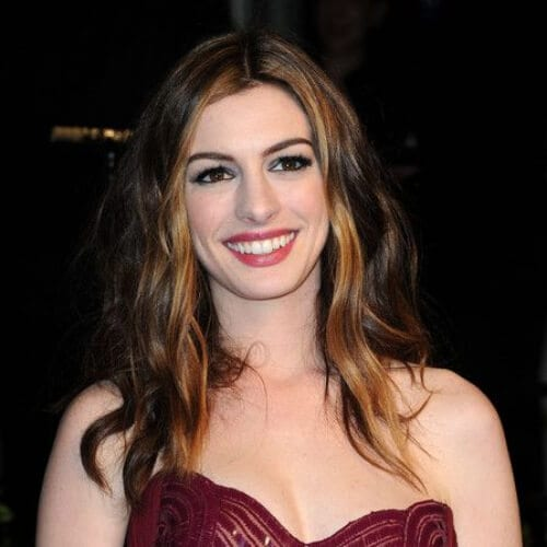 anne hathaway brown hair with blonde highlights