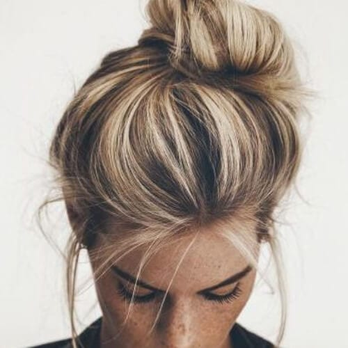 messy bun brown hair with blonde highlights