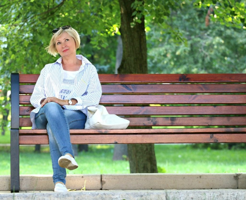 woman at the bench blonde