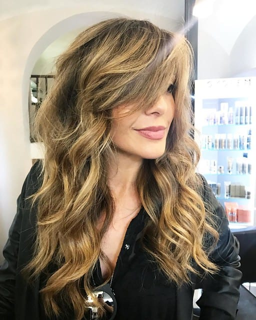 Beach wave hairstyles for oval faces